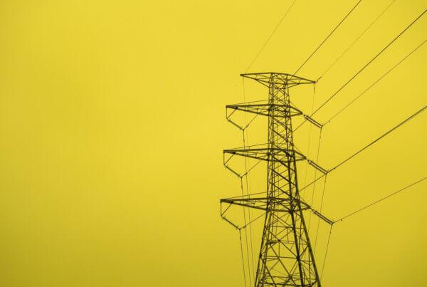 Stromnetze und ihre Funktion: Wie Gewerbestrom in die Betriebe geleitet wird